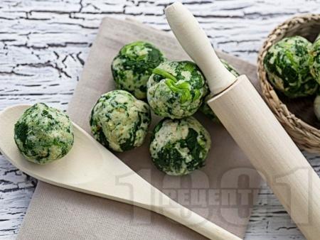 Кюфтенца от замразен спанак с лук и пармезан печени на фурна - снимка на рецептата